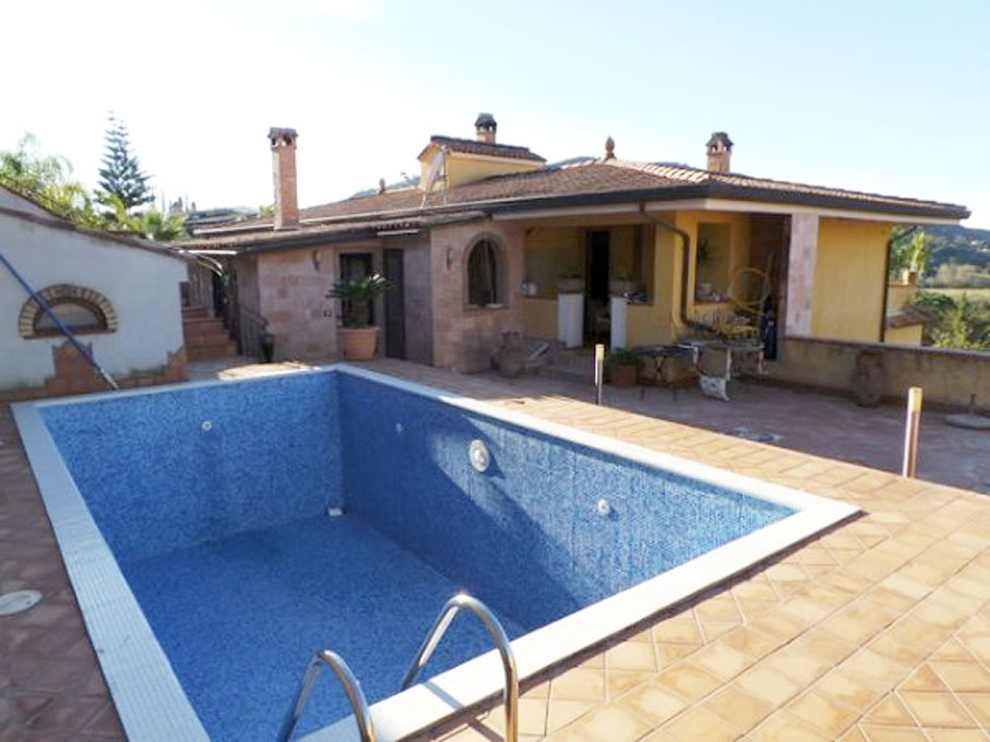 villa-con-piscina.jpg